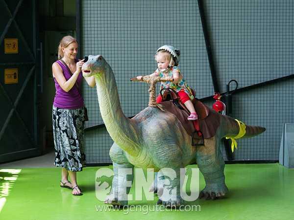 Design And Production Of Apatosaurus Walking Ride
